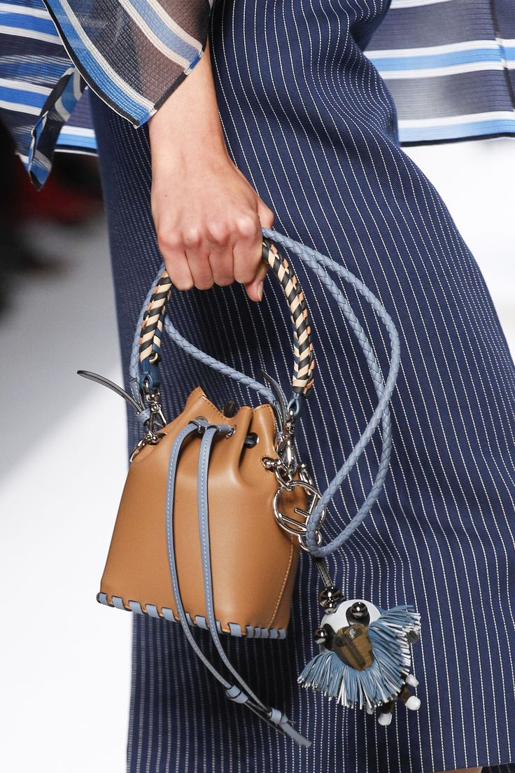 See detail photos for Fendi Spring 2018 Ready-to-Wear  collection.