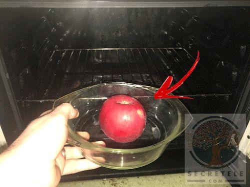 A pus un măr în cuptorul încins... Când vei vedea motivul, vei face și tu la fel!