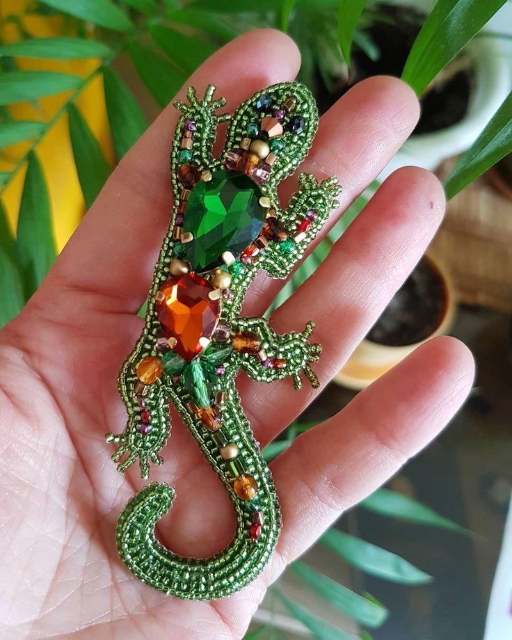 Озорная брошка ящерка. Была сделана на заказ☺ #ящерка #ящерица #брошь #брошкаящерка #вышивкабисером #маринадьяконова #marinadyakonova #beads #beading