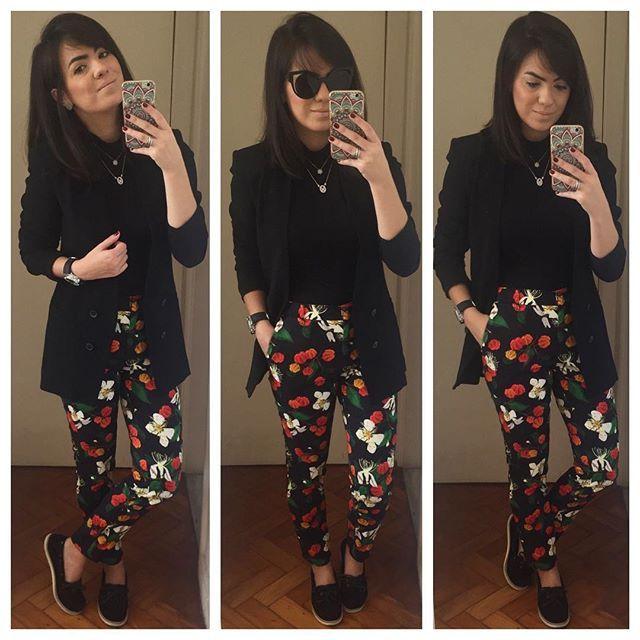 Alguém tinha dúvida que eu ia usar roupa nova hoje ? Não perdi tempo e já estreei uma das peças da coleção da #isoldaparariachuelo que comprei ontem  #soudessas ! Combinei a calça de estampa linda com peças pretas para deixar a atenção toda pra ela ! Adorei! Usei docksider @novidadesviamia , blusa @lojametoo e blazer @zara ! Espero que gostem!!! #finabarganha #fastfashion #dodia #dehoje #lookdodia #estampa #isolda #ootd #outfit #riachuelo #rchlo #Achados #achadinhos #achadosfashion ...