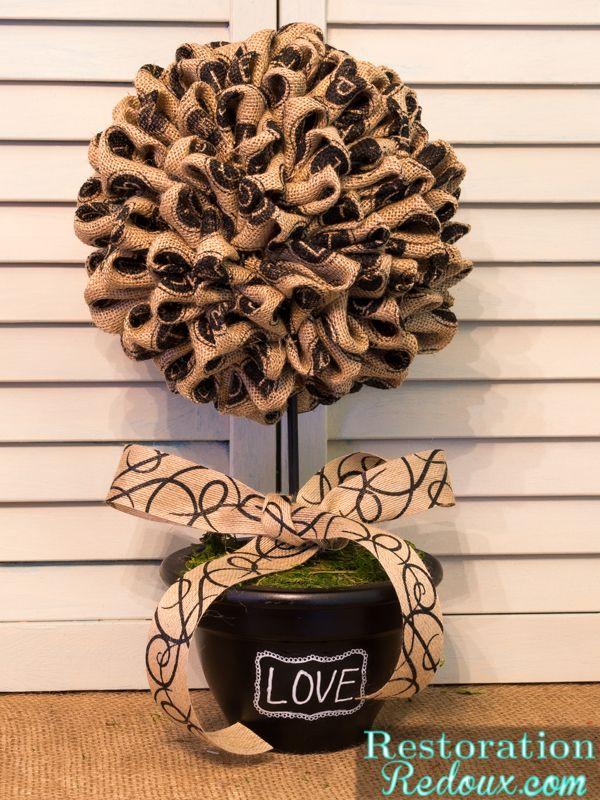 Make an easy all-year-round topiary out of burlap. Great gift idea!