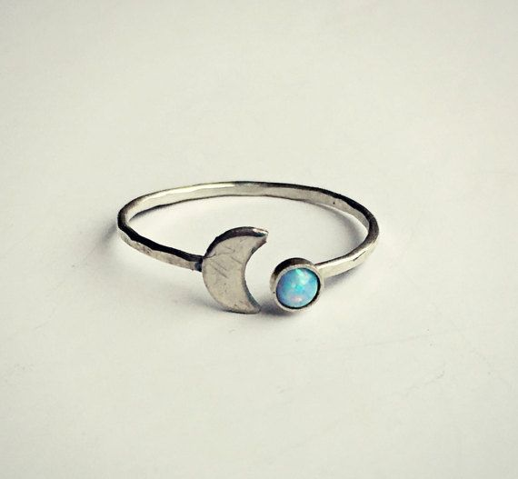 anillo de ópalo azul de luna de plata esterlina por alapopjewelry