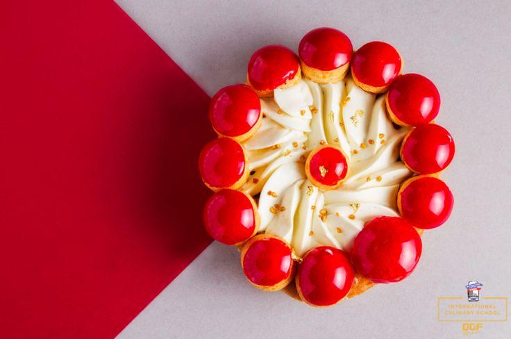 Французские кондитерские в Украине впечатляют гаммой своих витрин. И если круассаном нас уже не удивить, то изысканные торты, ароматные тарты и ягодные слоеные пирожные вызывают море любопытства!
