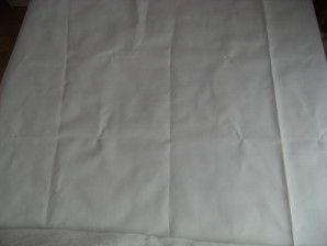 Bonjour à tous, Je vais vous expliquer comment fabriquer une tête de lit capitonnée. Matériel : - Une plaque de contreplaqué épaisseur 10 mm 140*120 cm, - De la ouatine 140*360 cm, - Du tissu 160*140 cm, perso j'ai pris du tissu imitation cuir couleur...