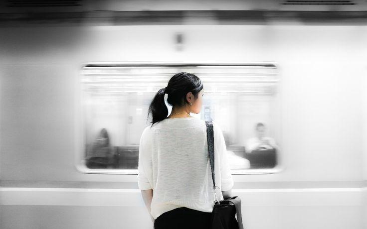 Sich auf einen Menschen einzulassen, ist wahrscheinlich das Riskanteste, was man tun kann. Warum schrecken wir so oft davor zurück? Lea Vogel schreibt darüber, wie wir mit Unsicherheiten umgehen können, damit Entscheidungen leichter fallen.