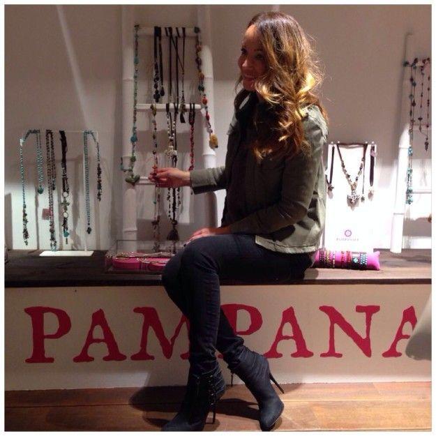 Chaqueta de Anine Bing, jersey American Vintage, jeans Jbrand y botín de Giuseppe Zanotti http://www.telva.com/blogs/ana_antic_estilista_celebrities/2013/11/26/pampanale-para-el-mes-del-regalo.html