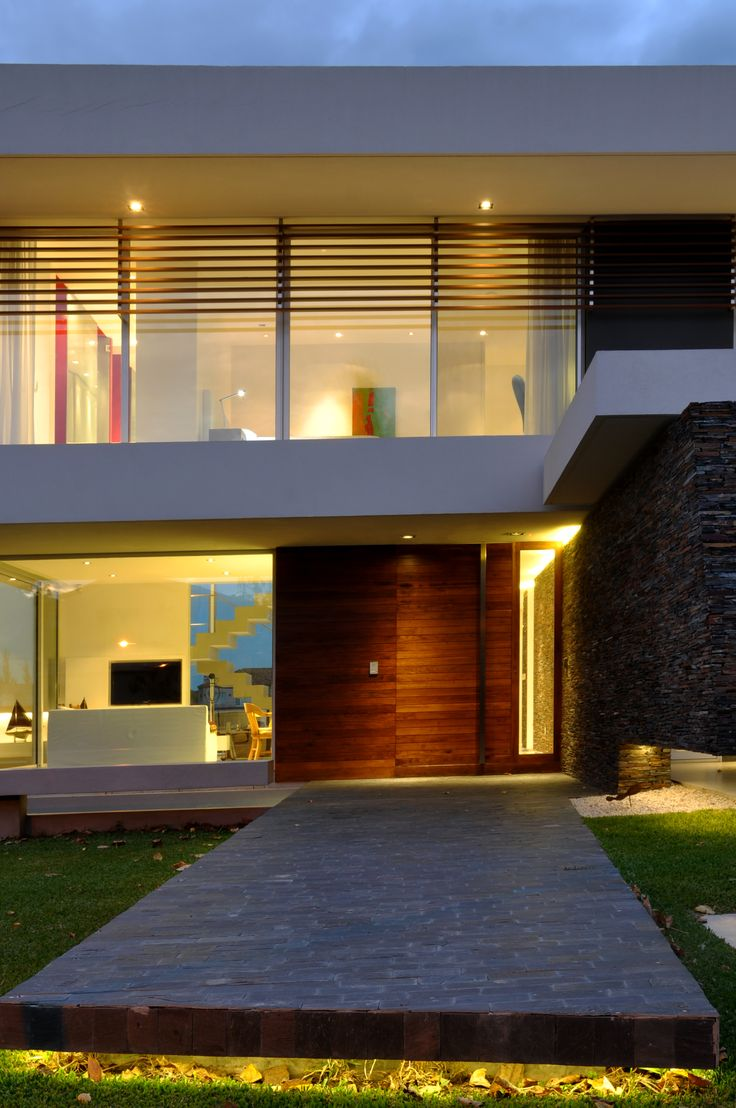 DLC House  http://vanguardaarchitects.com/what-we-do.php?sec=house&project=157