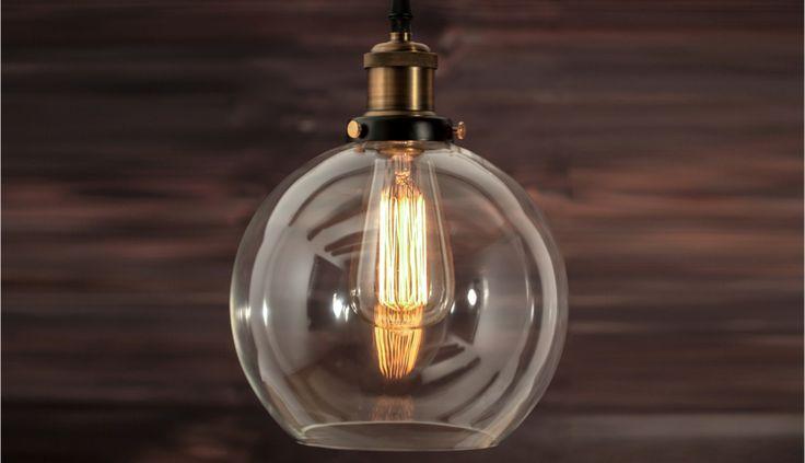 Szklany klosz tej loftowej lampy zachwyci oko każdego designera. Idealnie pasuje do wnętrz w stylu nowoczesnym,vintage,industrial,skandi. Żarówka Edison w komplecie