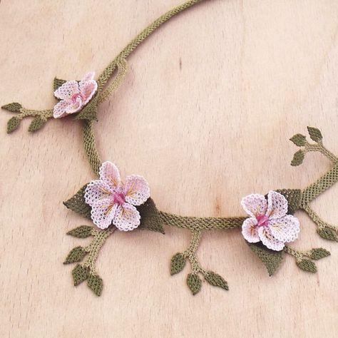 OYA Turco encaje collar seda Plumeria rosa claro