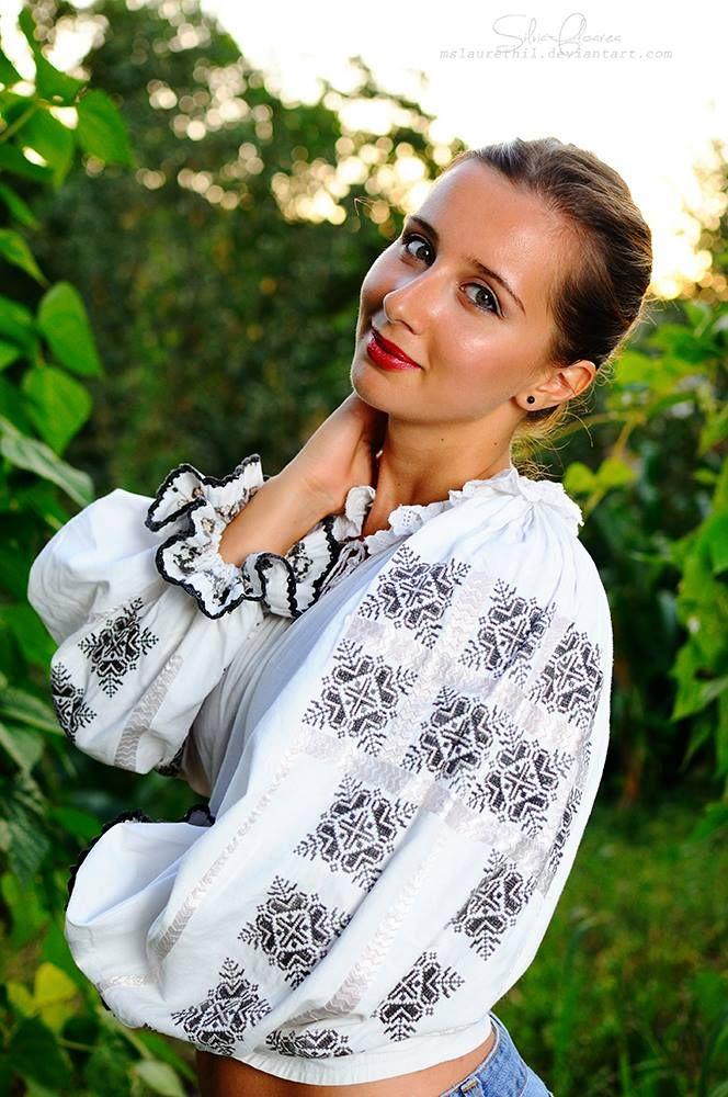 Romanian Girl - Tania Furnea, Photo by Silvia-Floarea Tóth, Romanian Blouse: Colecţia de artă populară Silvia-Floarea Tóth