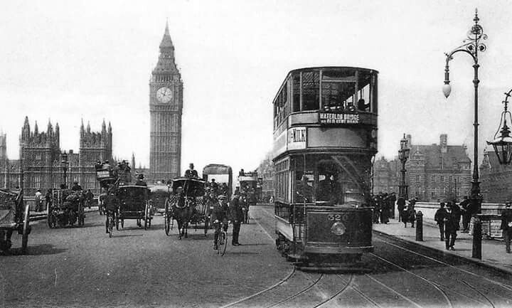 A tram on Westminster Bridge in London in 1906.