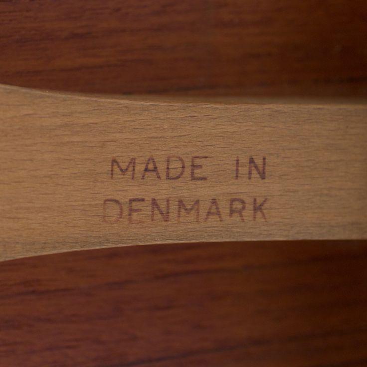 AT 309 - Cross-legged table in oak