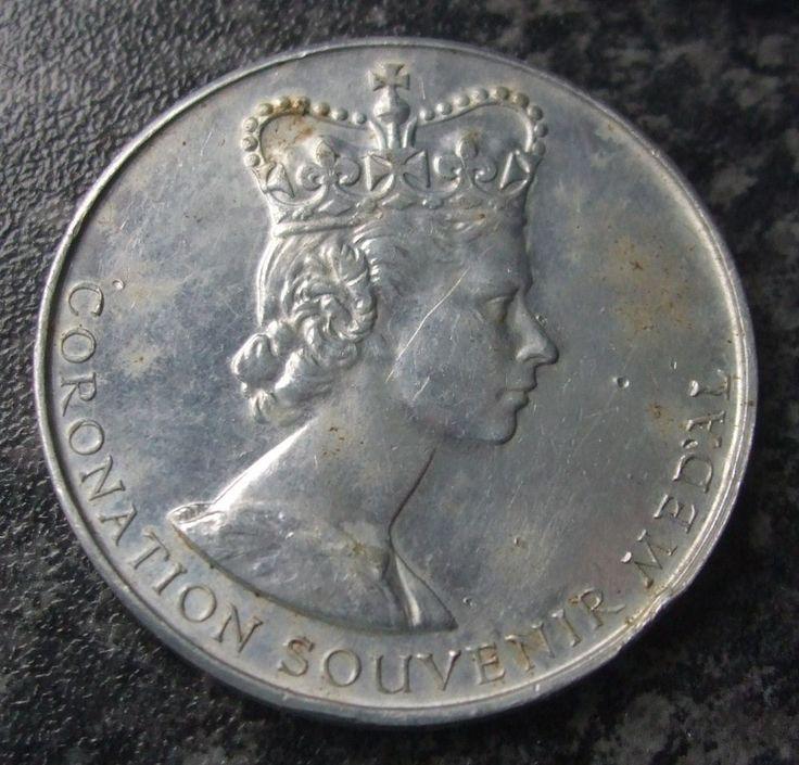 VINTAGE 1953 QUEEN ELIZABETH CORONATION MEDAL / MEDALLION