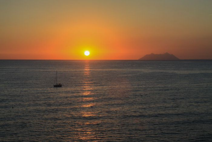 Take delight in simple things // I always enjoy the beauty of sunset // Tramonto da sogno da #Sperlonga vista Isole Pontine www.smartraveller.it/2015/11/09/sperlonga  © smartraveller blog