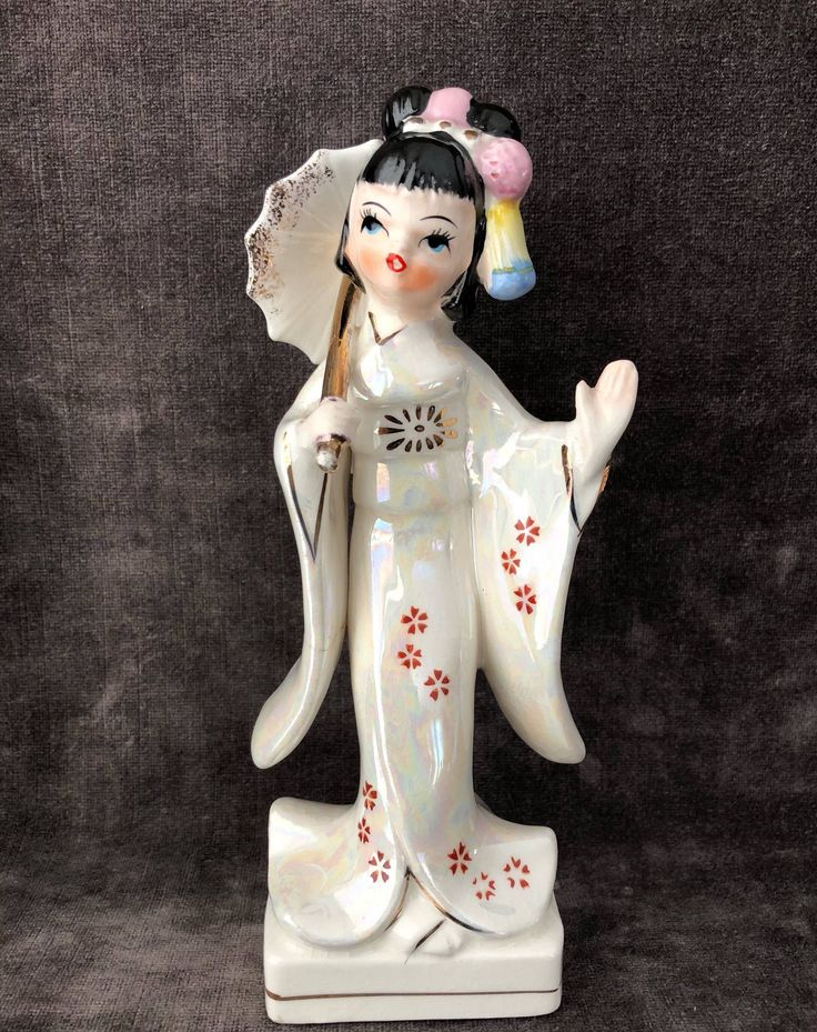 Vintage opalescent geisha girl figure Figurine https://www.etsy.com/ca/listing/583747843/vintage-opalescent-iridescent-geisha