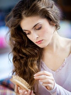 Beautiful-boucles.com : Chute de cheveux normale ou anormale… : quand faut-il s'inquiéter ?