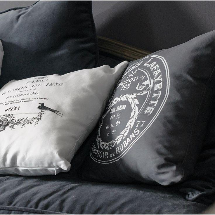 """Stilizuota romantiška pagalvėlė iš """"Laffaytte"""" kolekcijos su originaliu užrašu. Medvilninį užvalkalą patogu skalbti nuėmus. 2myhome kaina - 17.60 eurai."""