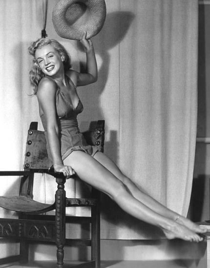 Marilyn Monroe as posed by Earl Moran