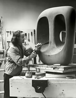 Barbara Hepworth (1903-1975) was één van de belangrijkste Engelse beeldhouwsters. Hepworth was net als kunstenaars Henry Moore en John Piper lid van de Seven and Five Society. Deze groep kunstenaars in Leeds wilde geen nieuw '-isme' oprichten, maar juist de bestaande modernistische bewegingen zoals kubisme en abstractie verder uitdiepen. In Nederland is haar werk te vinden in het Kröller-Müller in Otterlo.
