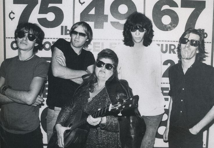 Joey Ramone Hijos: Edith Massey Joins The Ramones