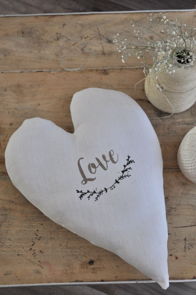 "Image of Coussin ""love"""