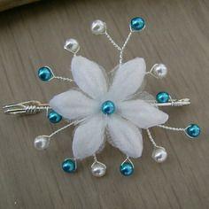 Attache/remonte traine/broche original blanc/bleu turquoise perles nacrées fleur p robe mariée/mariage/soirée (pas cher, petit prix)