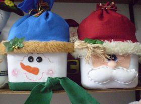 Sugestão para reciclar potes de sorvetes e fazer lembrancinhas para o natal. Aprenda a fazer estes lindos pote de papai noel com reciclagem de potes e sorvete!