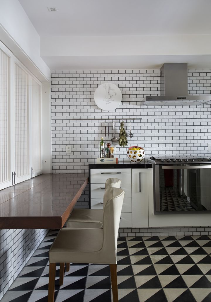 Ladrilhos p&b, azulejos geométricos, b&w , cozinhas modernas, brick wall, cozinhas brancas