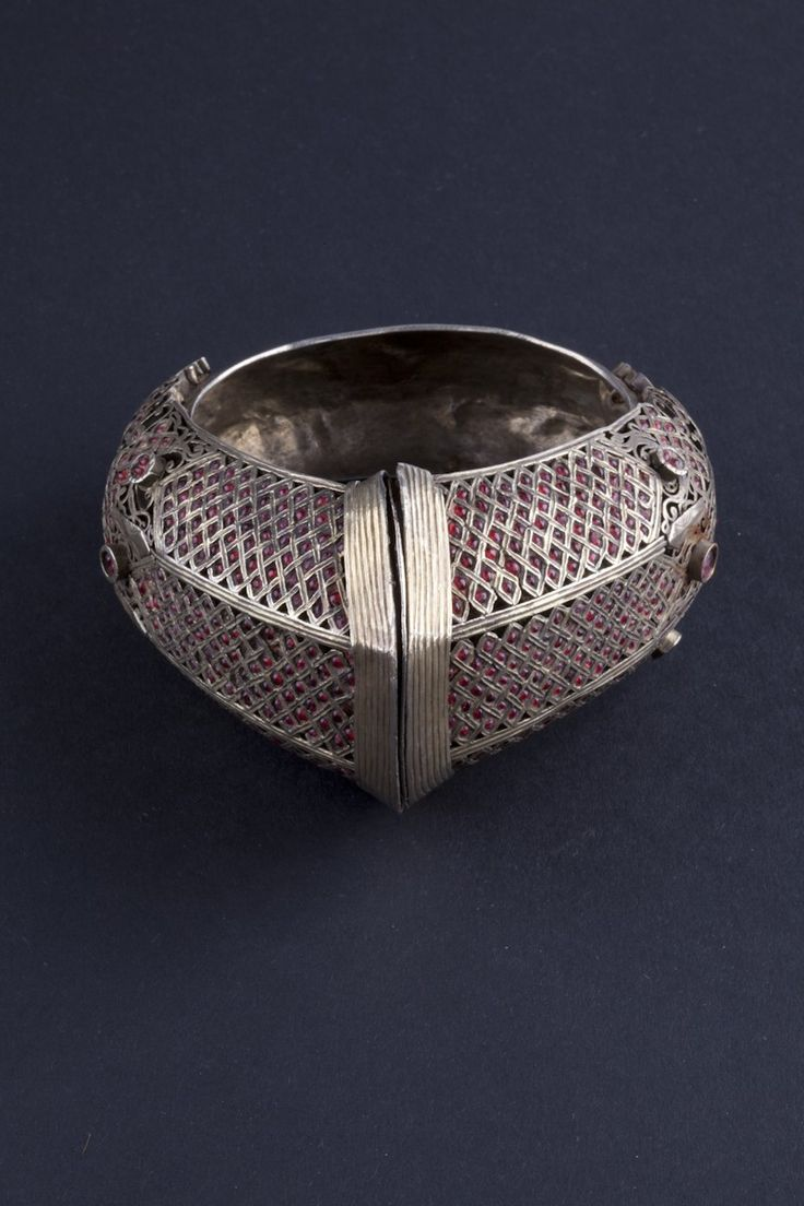 Indonesia ~ Sumatra, Minangkabau | Silver gilt and ruby bracelet  | Late 19th to early 20th century Central India | 1'430€