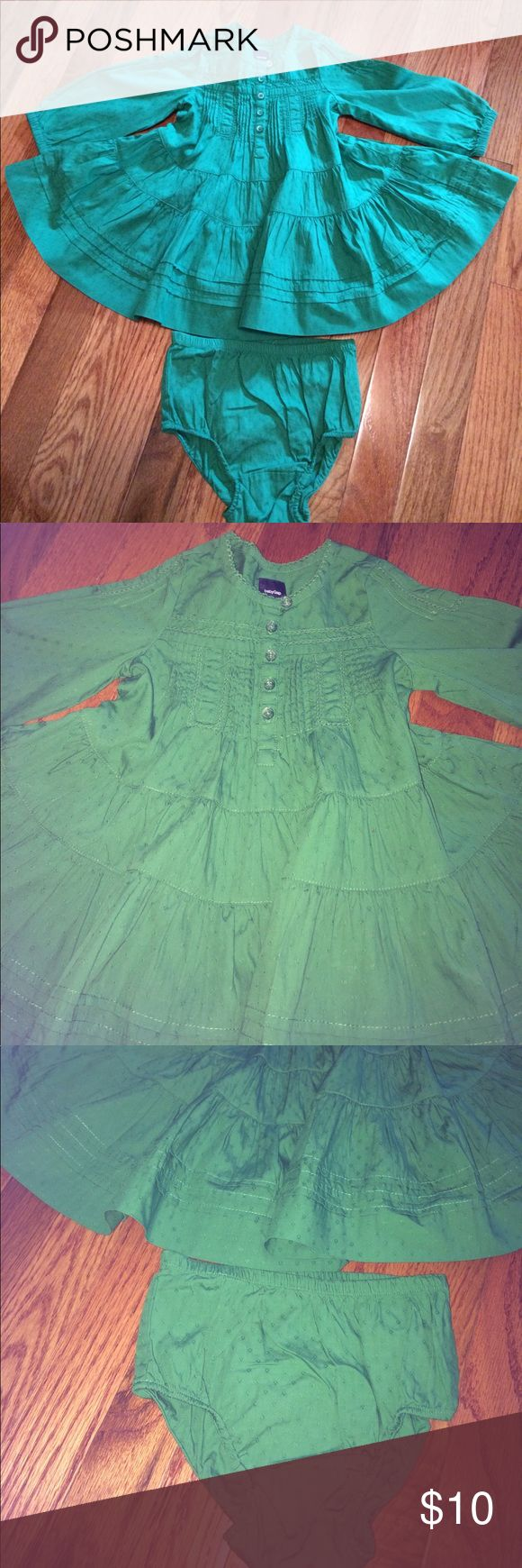 Gap dress and panties 12-18 months Gap dress and panties very light weight cotton in a Kelly green excellent condition GAP Dresses Casual