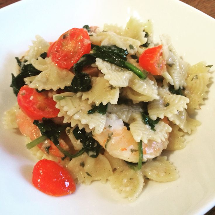 Monday #meal. #shrimp #pasta #spinach #tomato paulaCM.com