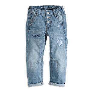 DETROIT denim. Sköna och coola ljusblå jeans med påsydda lappar med olika mönster i blått, lila och vitt.