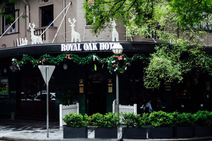 Arvinisstarvin​ steps in and represents Spooning for a review of the Royal Oak Hotel Double Bay​. Thank you good sir! http://spooningaustralia.com/royal-oak/