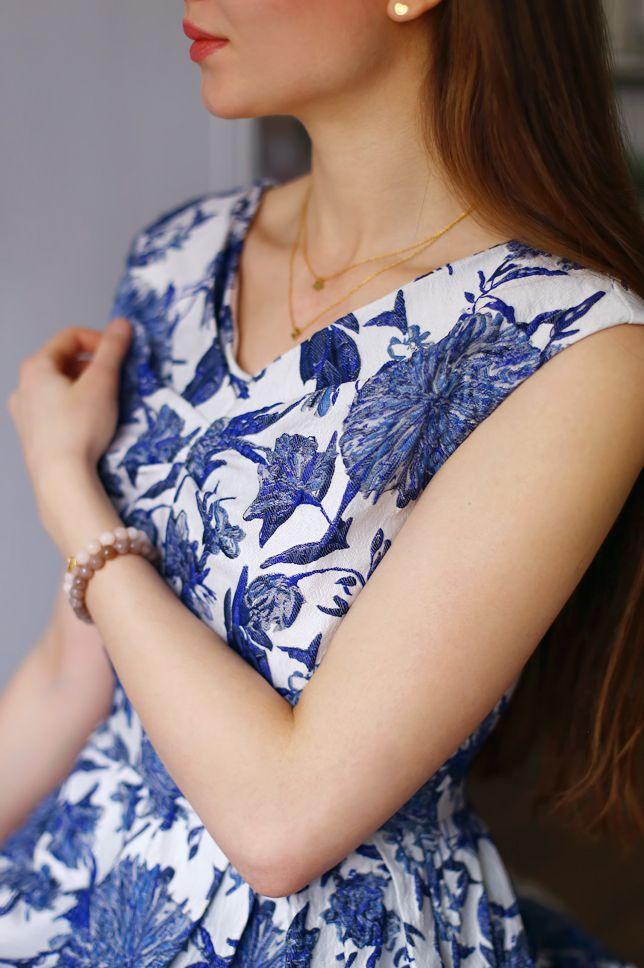 Sukienka W Niebieskie Kwiaty Bezowe Szpilki I Zlote Naszyjniki Ari Maj Personal Blog By Ariadna Fashion Women S Top Tops