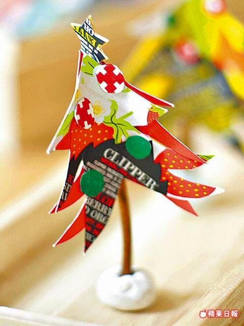 即將進入12月,不妨自己動手做聖誕裝飾品,手作達人葉子菲示範利用家中的蛋糕紙盤、奶粉罐塑膠蓋子及紙盒等,搭配運用現在當紅的文創商品紙膠帶,並...