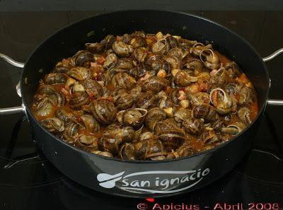 Euzkadi Caracoles a la alavesa toda una delicatesen que se consume con una salsa espesa contundente y muy especial, untuosa y gustosa y no pocos tropiezos. Tipicos por San Prudencio.