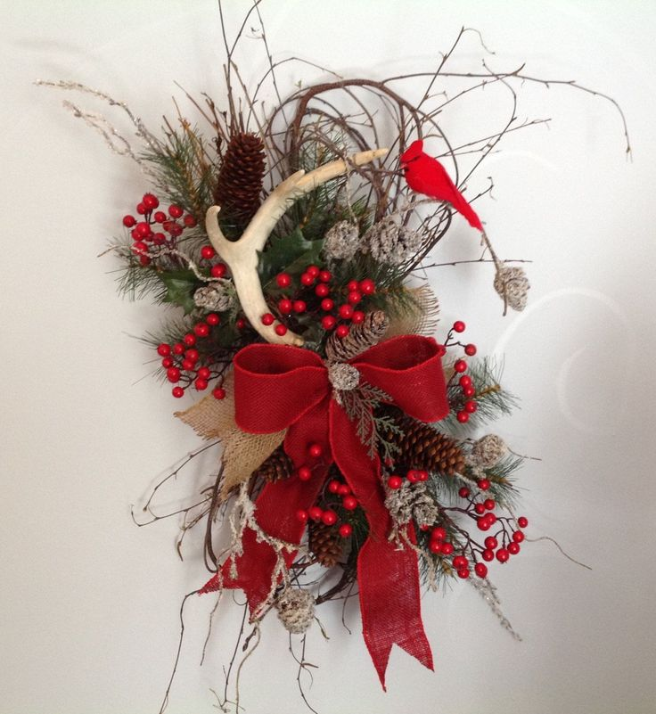 Christmas wreath, winter wreath, Christmas door hanging, holiday decor, cabin wreath, natural wreath, deer antler swag by MariangeliDesigns on Etsy
