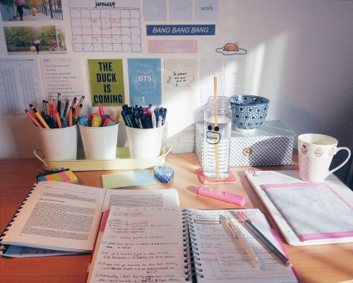 5 Ways to Stay Organized, Focused, and On Top of Your Sh*t This Semester