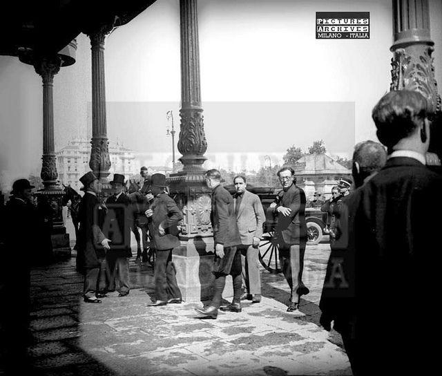 Vecchia Stazione Centrale sotto i portici del padiglione Reale (primi 900)   da Milàn l'era inscì