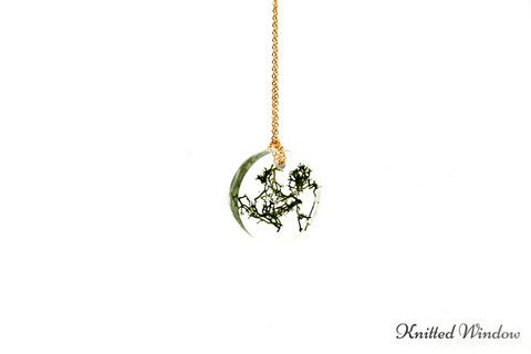 Green Reindeer Moss Circle Necklace.