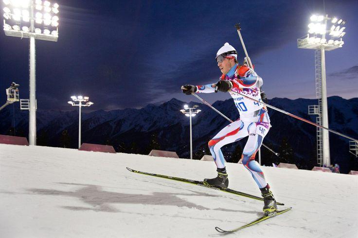 Český biatlonista Jaroslav Soukup při úspěšném závodu na 10 kilometrů. (8. února 2014)