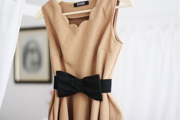 Camel colored dress and a black bow: Dress Black, Fashion, Style, Clothes, Beige Dresses, Bows, Scalloped Dress