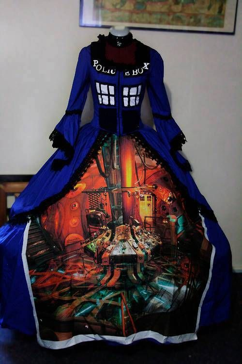 TARDIS Dress! WANT!!!!!! #DoctorWho It would be sweet if the front was completely blue  then when you fold it over that was the inside