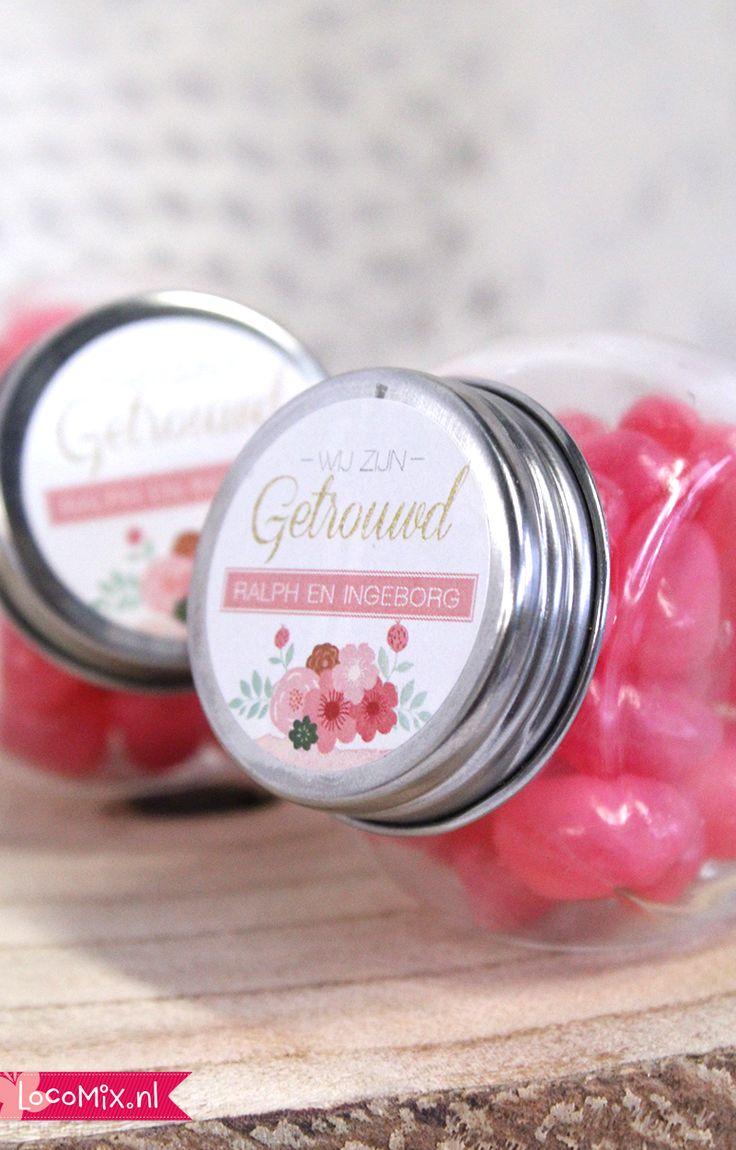 De Candy Jars worden gevuld met het snoep van jullie keuze en zijn daarmee een leuk en origineel huwelijskbedankje!