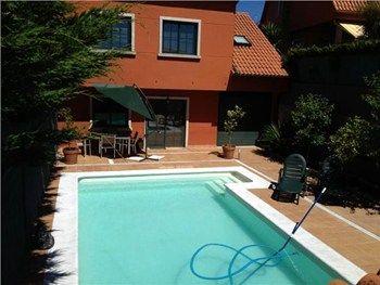 #Vivienda #Pontevedra Casa Unifamiliar en alquiler en #VilagarciaDeArousa zona LA LAXE - Casa Unifamiliar en alquiler por 850€ , 4 habitaciones, 250 m², 2 baños, amueblado, con piscina, con terraza, suelos de parquet, calefacción caldera