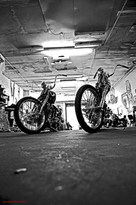 1183 best images about harleys and old school choppers bobbers on pinterest - American motorbike garage ...