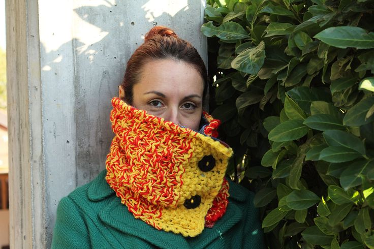 Handmade, knitted, woolly, red, yellow and blue neckwarmer with vintage buttons * Scaldacollo a maglia rosso, giallo, blu con bottoni retrò by asilehandmadewlove on Etsy
