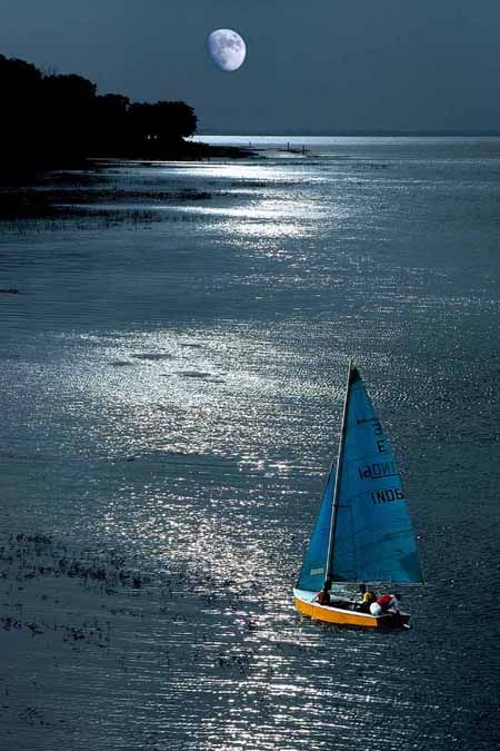 Moonlight SailingWater, The Mars, Night Sailing, Boats, Month, Boatingsailingyacht Things, Blue Sailing, Sailing Photos, Moonlight Sailing