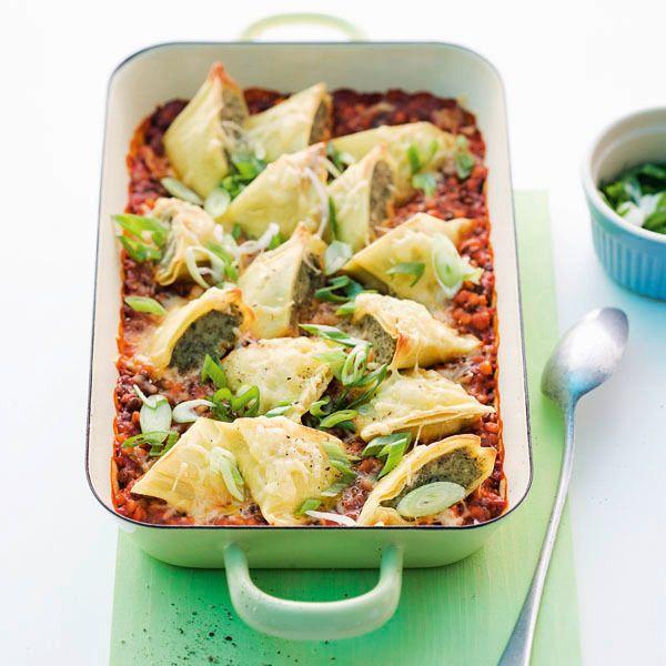 Linsenbolognese ist eine raffinierte Variante der klassischen Bolognesesauce. Kombiniert mit den gratinierten Maultaschen schmeckt dieses Gericht köst...