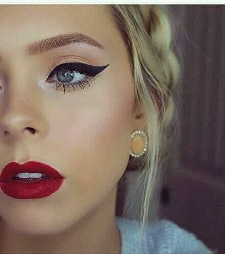 Maquillajes con labiales color rojo http://cursodeorganizaciondelhogar.com/maquillajes-con-labiales-color-rojo/ #comomaquillarnos #Labiosrojos #makeup #Makeup #Maquillaje #Maquillajesconlabialescolorrojo #redlips #Tendenciasenmaquillaje #tutorialesdemaquillaje